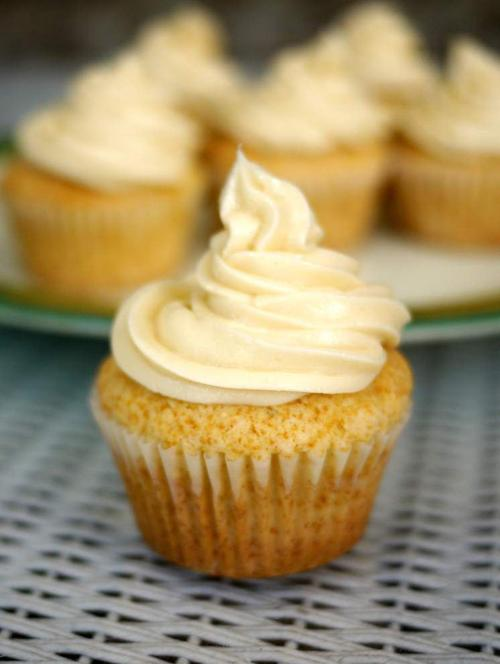 Buttery Vanilla Cupcakes With Creamy Vanilla Frosting _lowres