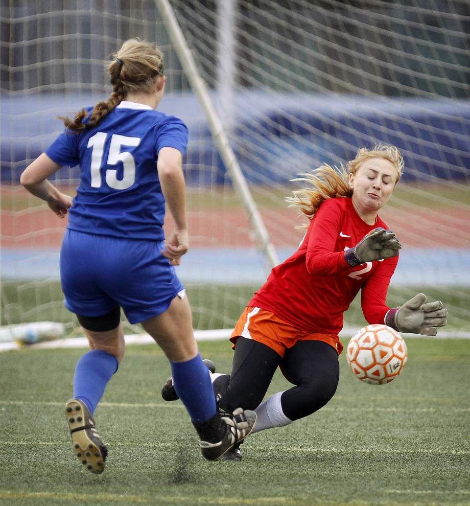 Saturday's Division I soccer capsules _lowres