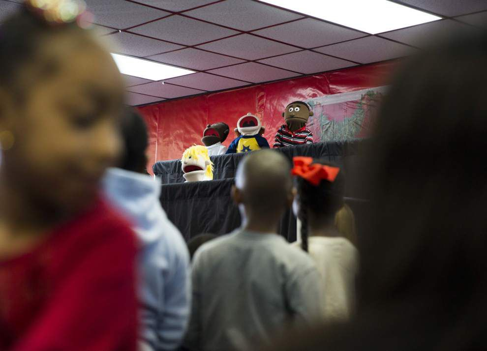 Photos: Children of incarcerated moms have Christmas _lowres