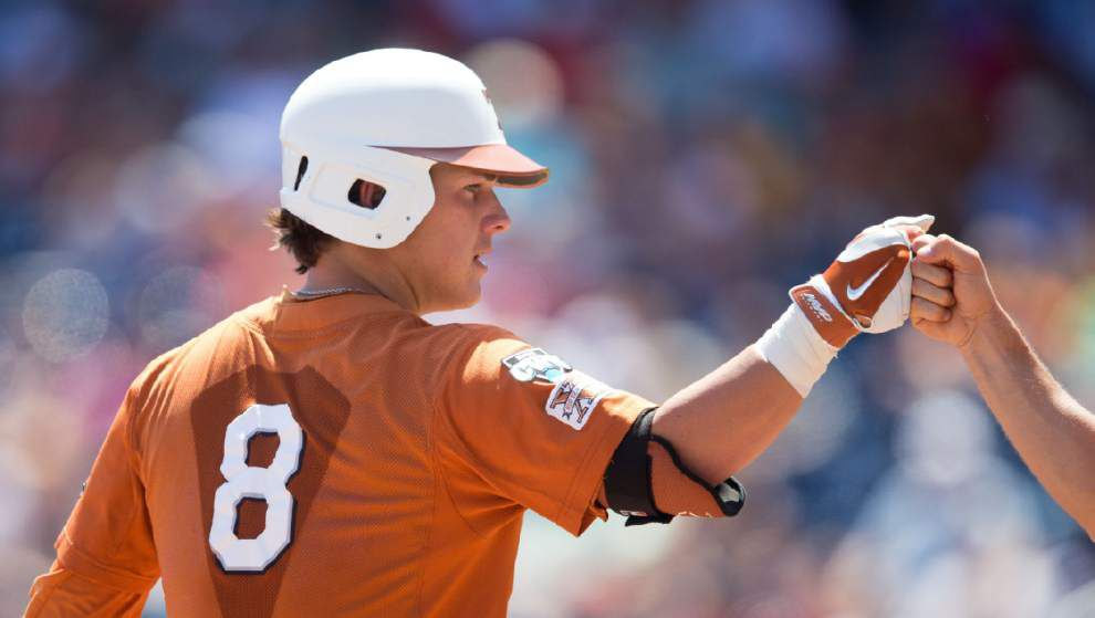 CWS: Dominant pitching keeps Texas alive _lowres
