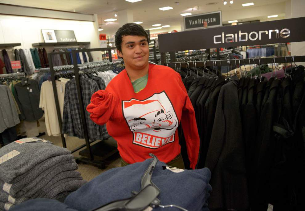 Shoppers flock to stores on Thanksgiving for early deals _lowres