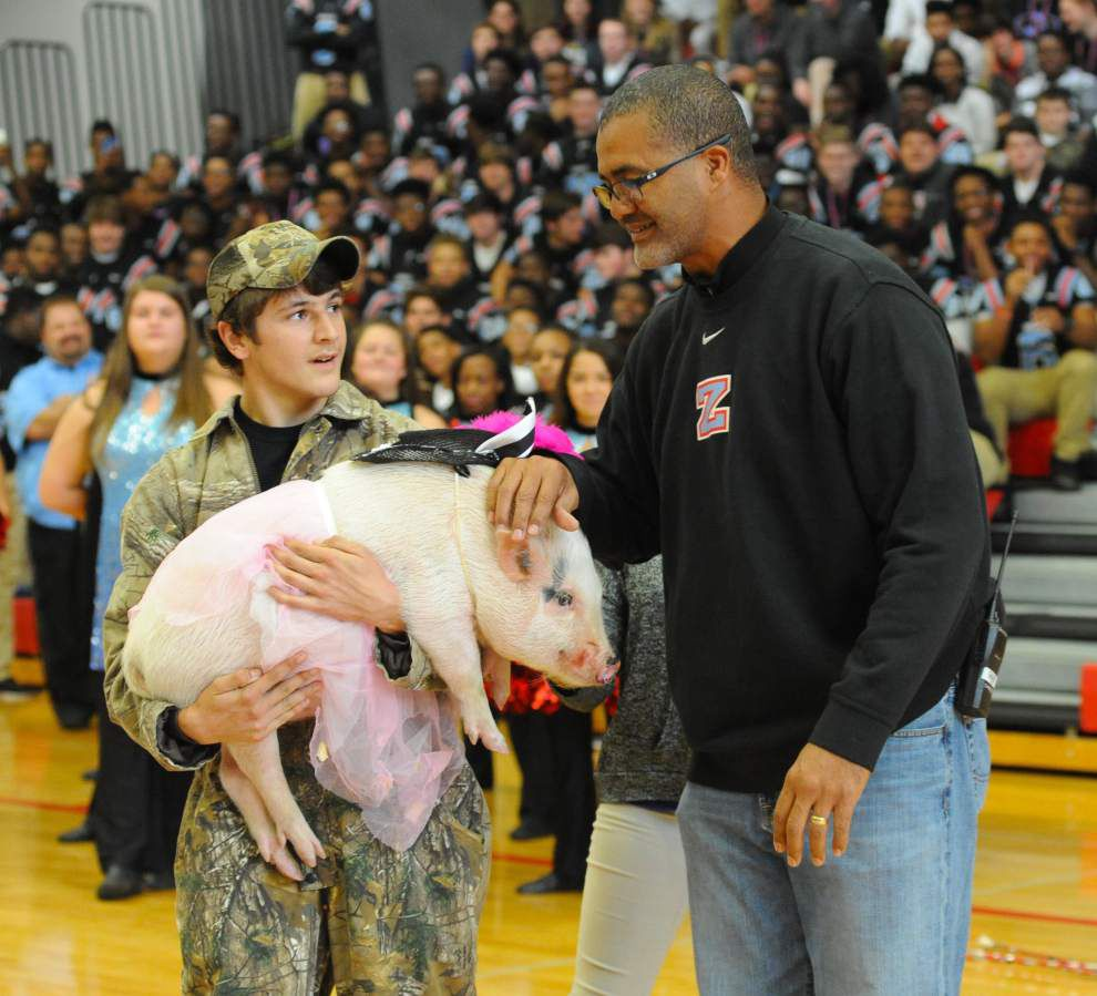 ZHS dean puckers up for charity _lowres