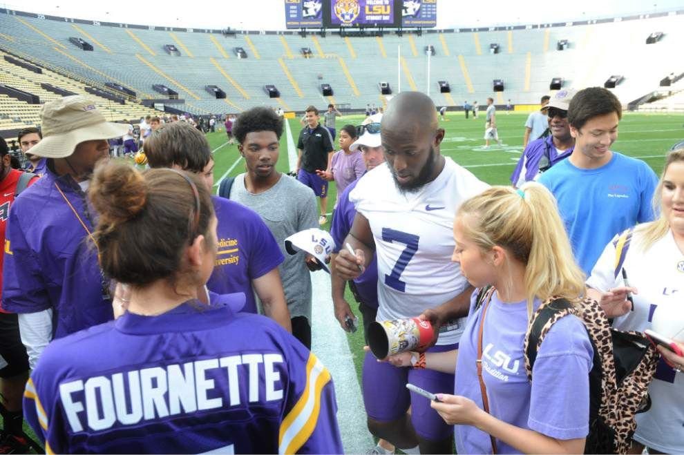 Photos, video: LSU students show their football moves, then Leonard Fournette, others show their dance moves _lowres