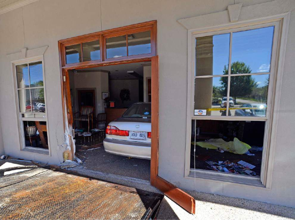 Car runs through dentist's office, traps two people in waiting room _lowres