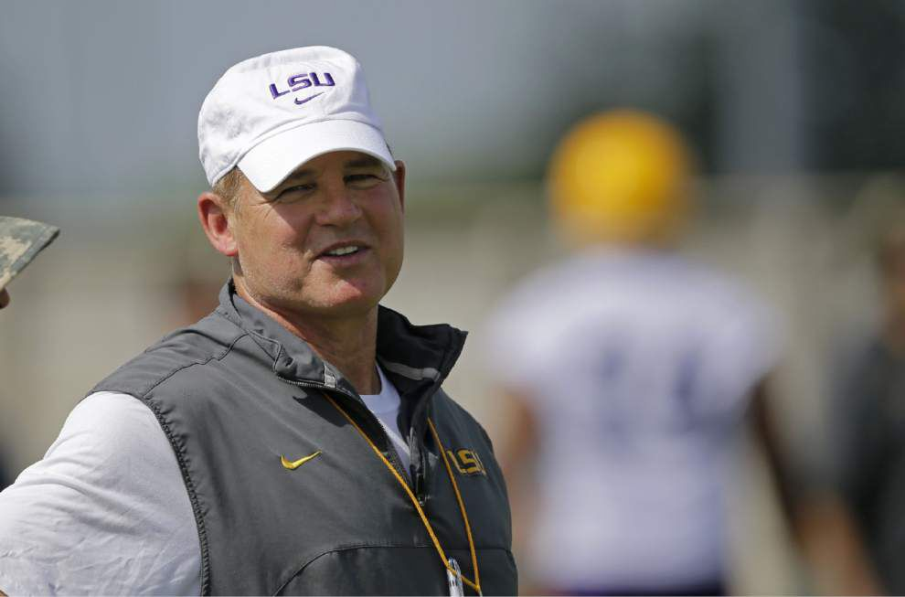 Les Miles back on campus after going to hospital Monday morning for illness, LSU officials said _lowres