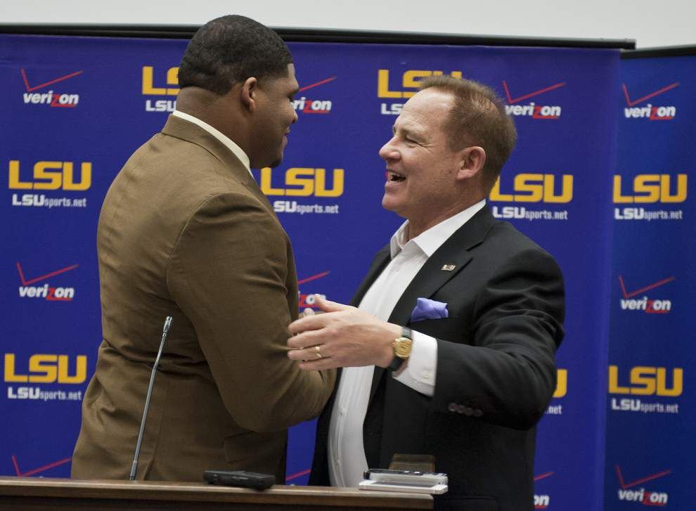 La'el Collins decides to stay at LSU _lowres