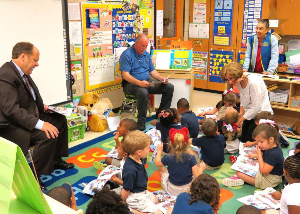 Zachary leaders join Kiwanis for read-along _lowres
