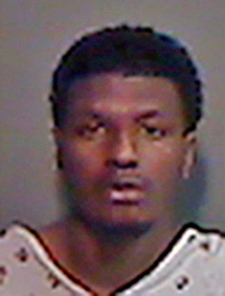 Baton Rouge Police: Man fleeing a robbery scene kicks and punches police dog _lowres