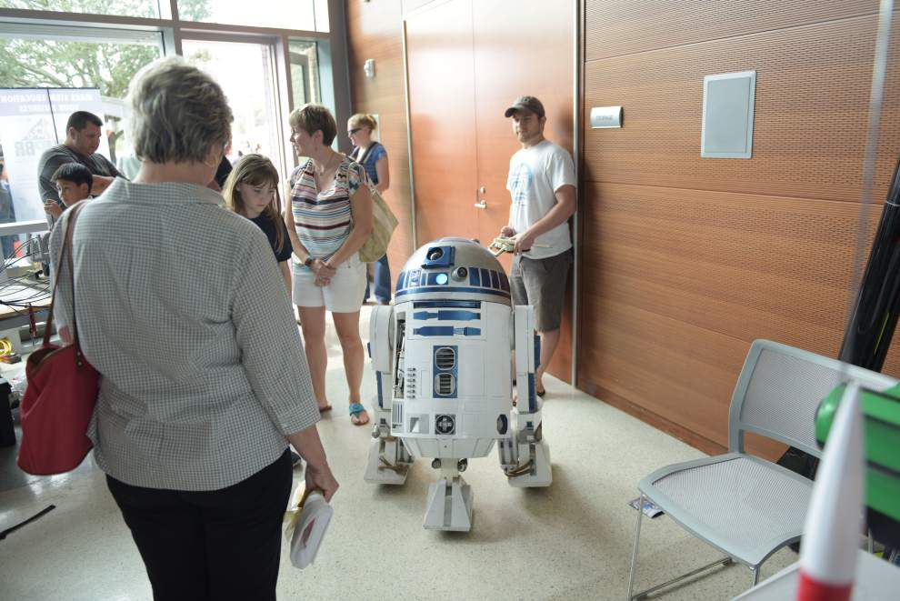 Drones, robots, fire cannons and more educate and entertain large crowd attending Mini Maker Faire at Baton Rouge Main Library _lowres