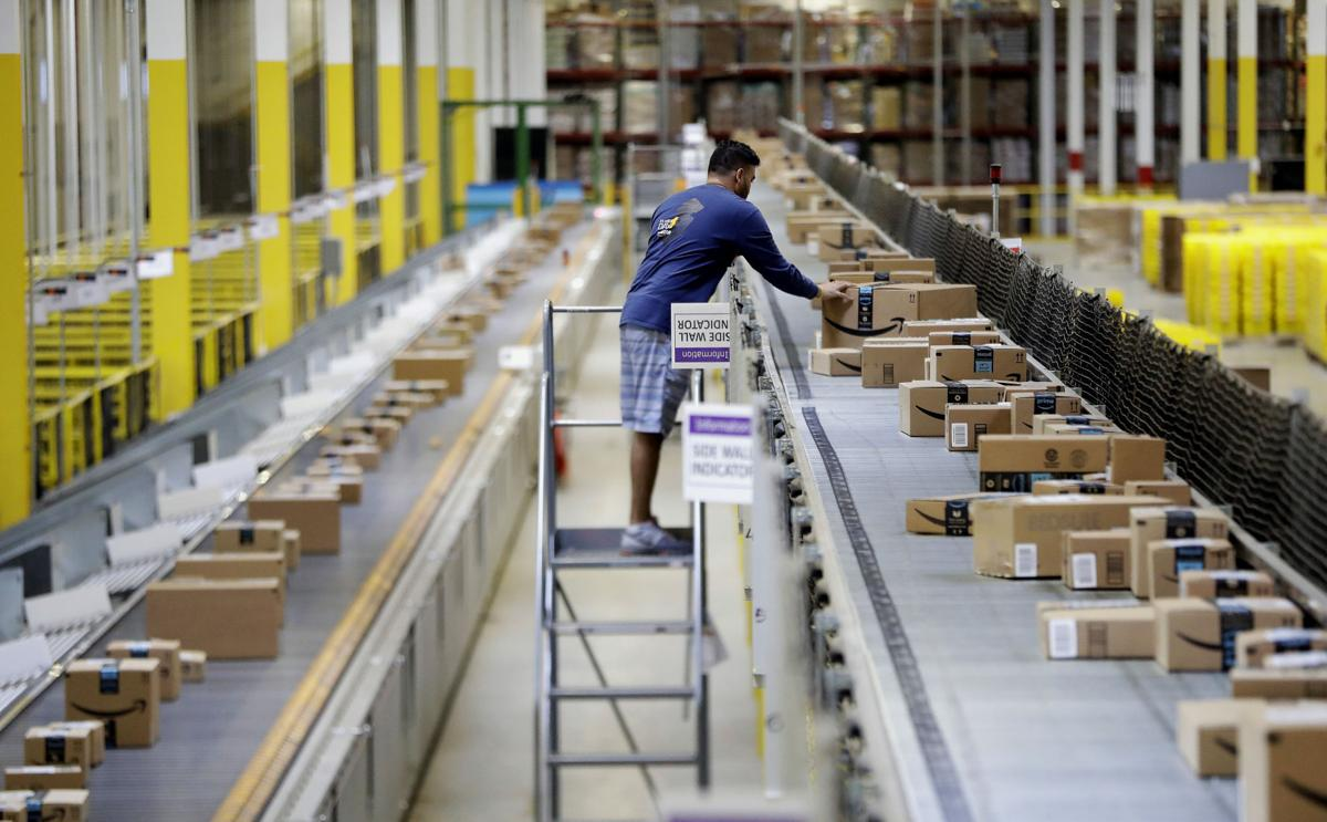 Hundreds show up for jobs at Amazon warehouses in US cities