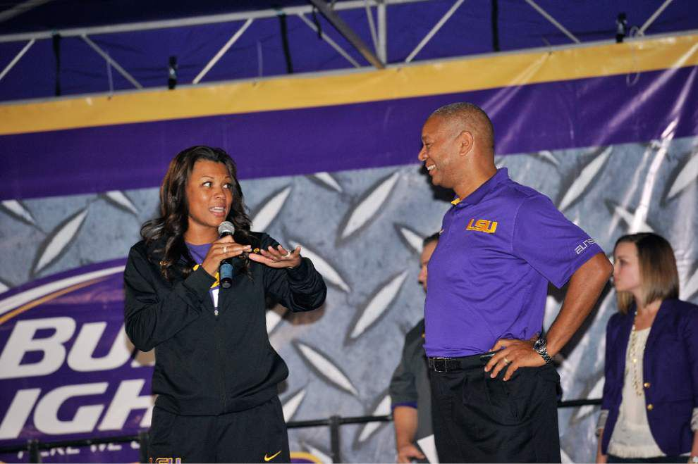 Bayou Madness opens LSU basketball season with a dunk contest and some strong shooting by F. King Alexander _lowres