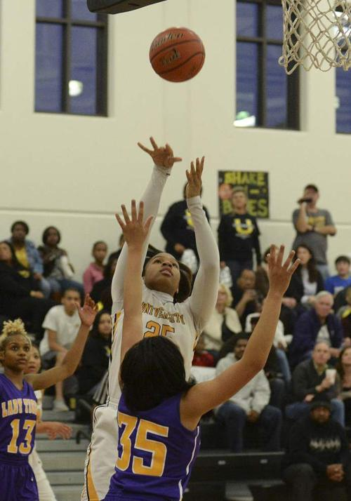 U-High defeats Marksville, moves into Top 28 tourney semifinals _lowres