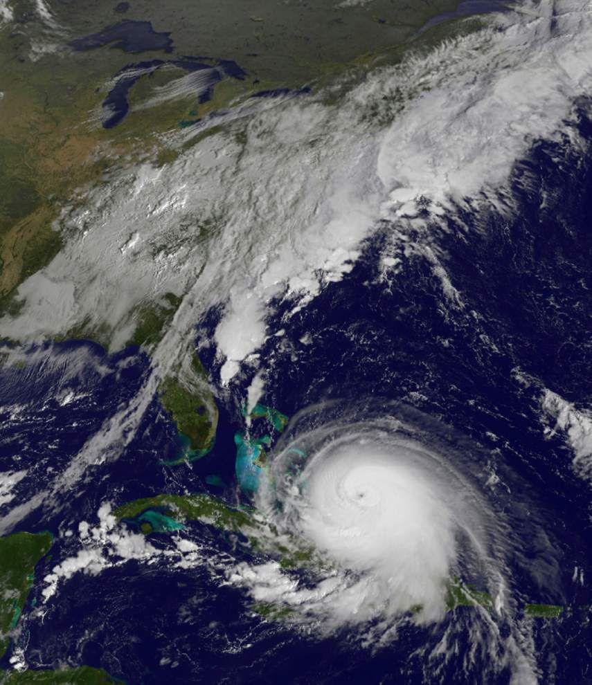 Powerful Hurricane Joaquin unleashes severe flooding in Bahamas, threatens U.S. East Coast _lowres