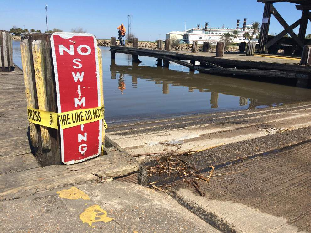 Man, woman who appear to be in 70s found dead in vehicle in Lake Pontchartrain; police don't suspect foul play _lowres
