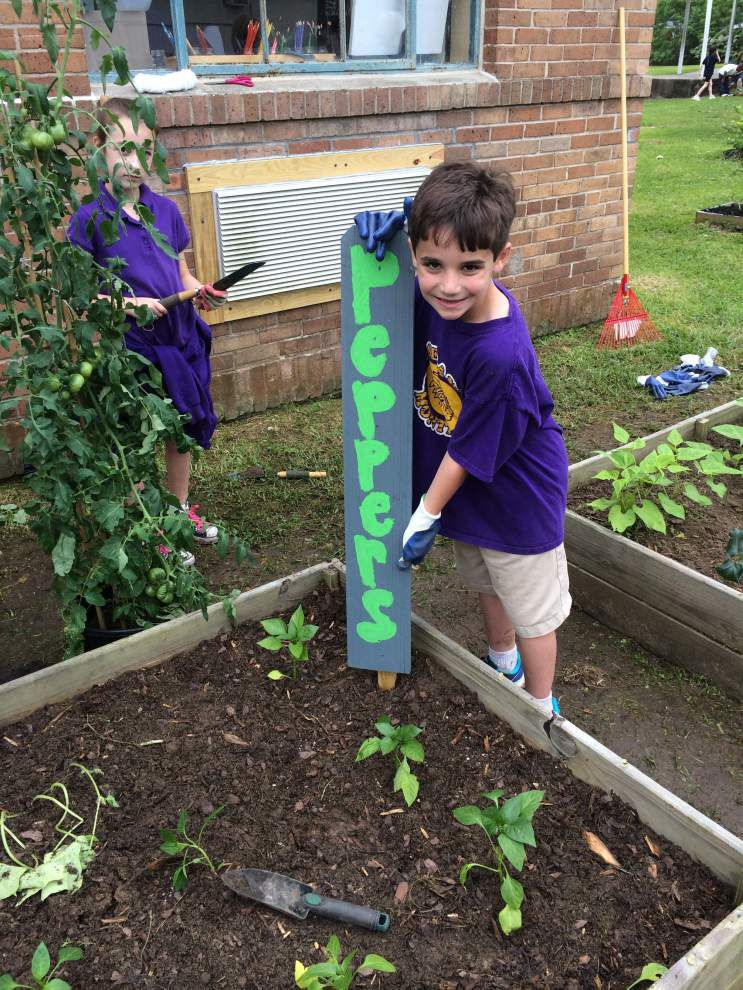 Roseland students celebrate Earth Day _lowres
