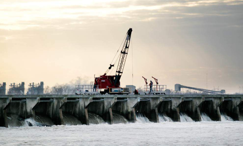 Corps begins closing gates on Bonnet Carre Spillway; could have all gates shut by Feb. 2 _lowres