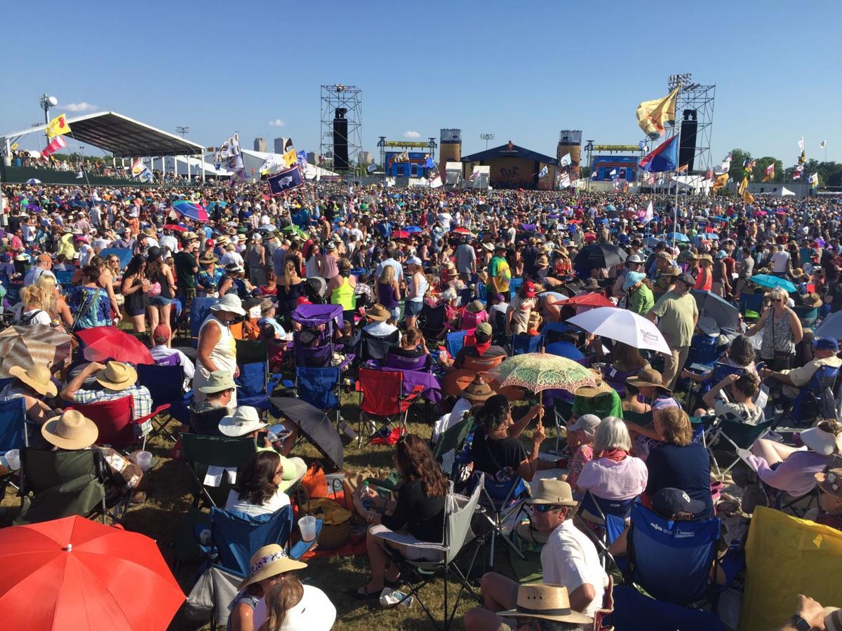 2017 new orleans jazz fest stevie wonder crowd