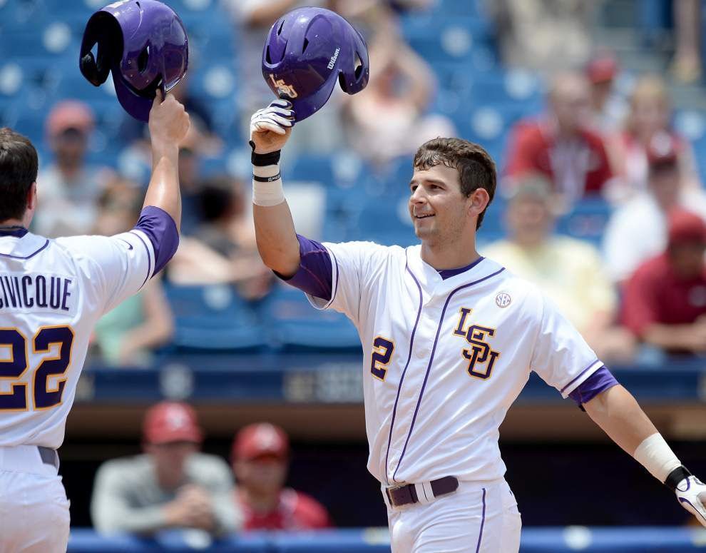 Contagious? Whatever,  LSU bats alive _lowres