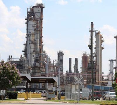 Chalmette refinery being sold by ExxonMobil, Petroleos de