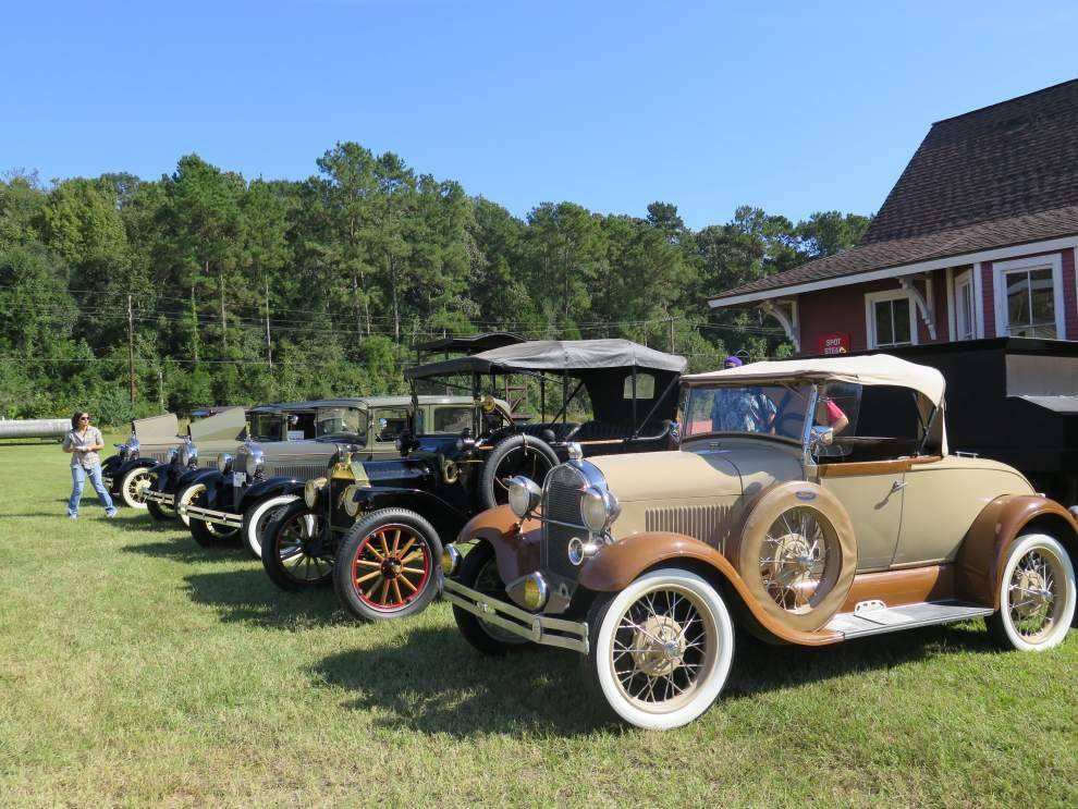 Model trains, old cars at Jackson fest _lowres