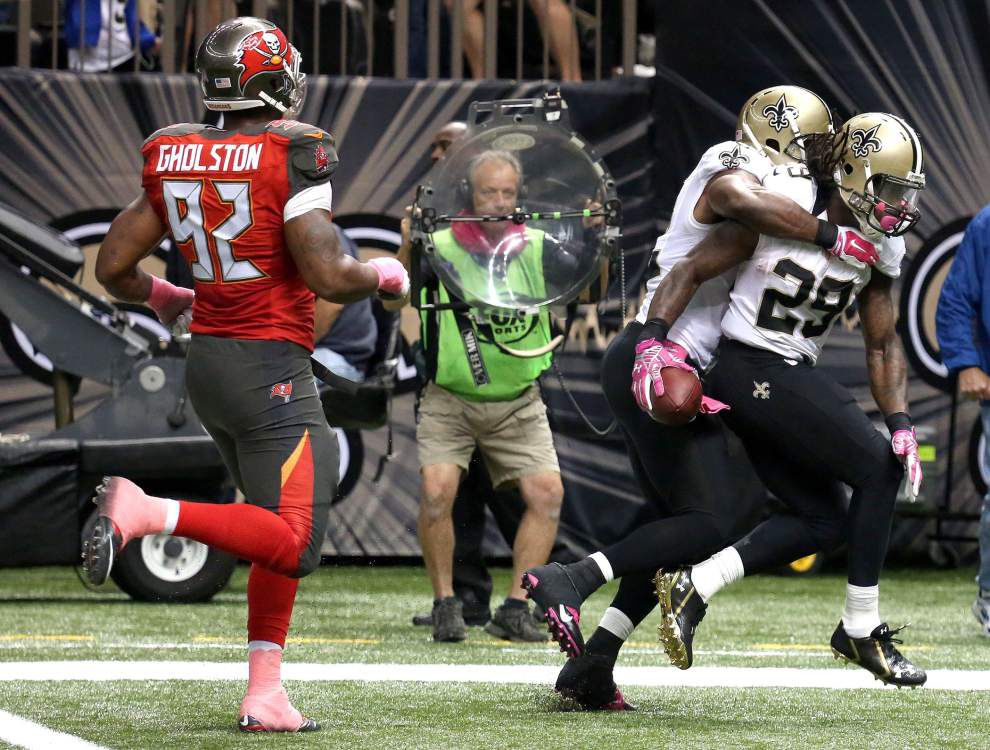 To help him escape his troubles off the field, the Saints' Khiry Robinson keeps running _lowres