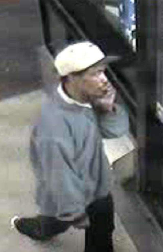 Baton Rouge police want to identify car burglar _lowres