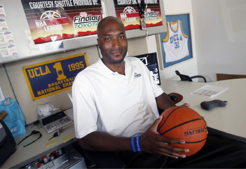 Judge rules against NCAA in O'Bannon case _lowres