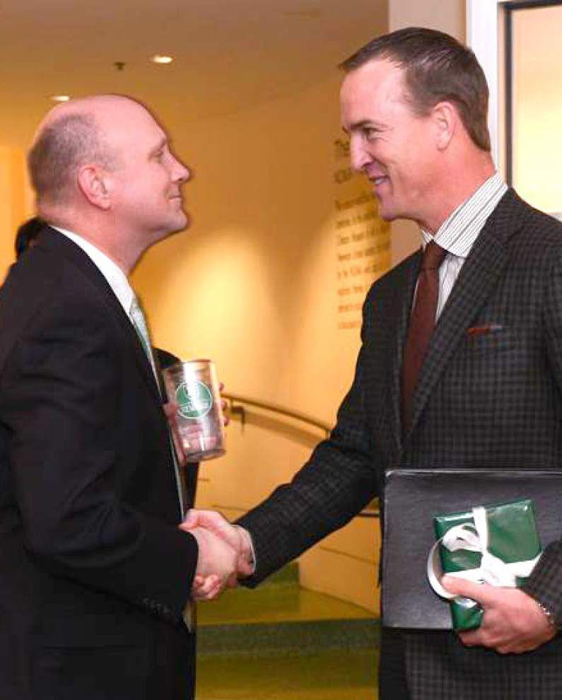 Peyton Manning accepts 2015 Isidore Newman Distinguished Alumnus Award _lowres
