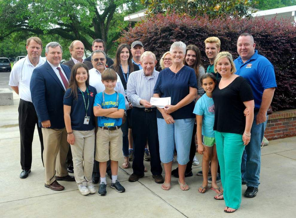 Food pantry receives Empty Bowls proceeds _lowres