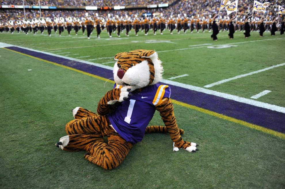 Mike the Tiger joins dozens of other college mascots in Brad Paisley's 'Country Nation' music video _lowres