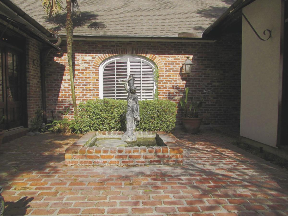 17726 W. Muirfeild Drive - Courtyard