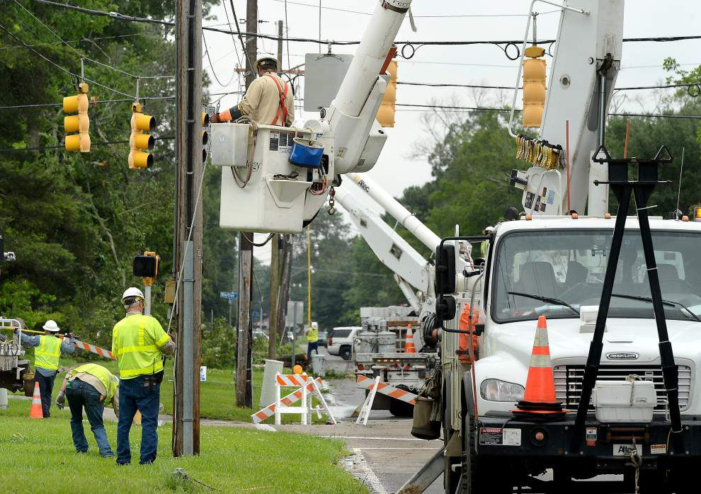 Some Louisiana officials question utility company response to recent storm _lowres