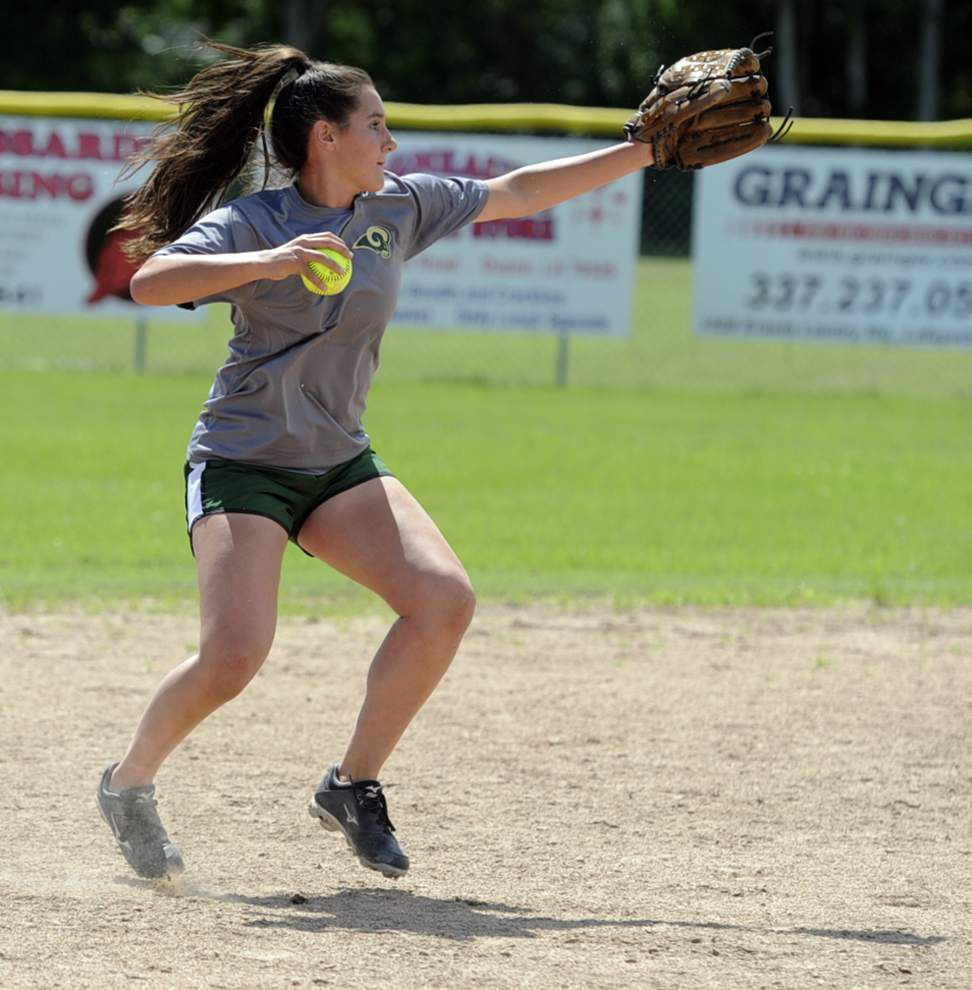 After playoff drought, Acadiana softball team ready to make some noise _lowres