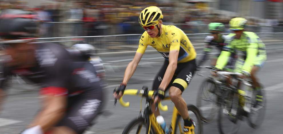 Britain's Chris Froome rides to second Tour de France title in three years _lowres