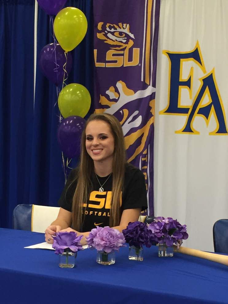 Ascension athletes sign letters of intent _lowres