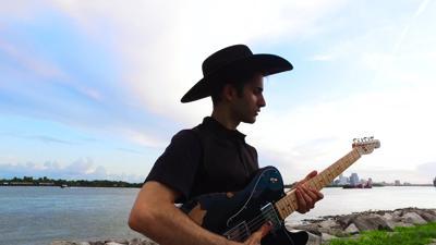 Kuwaisiana's 'Gashxi' music video