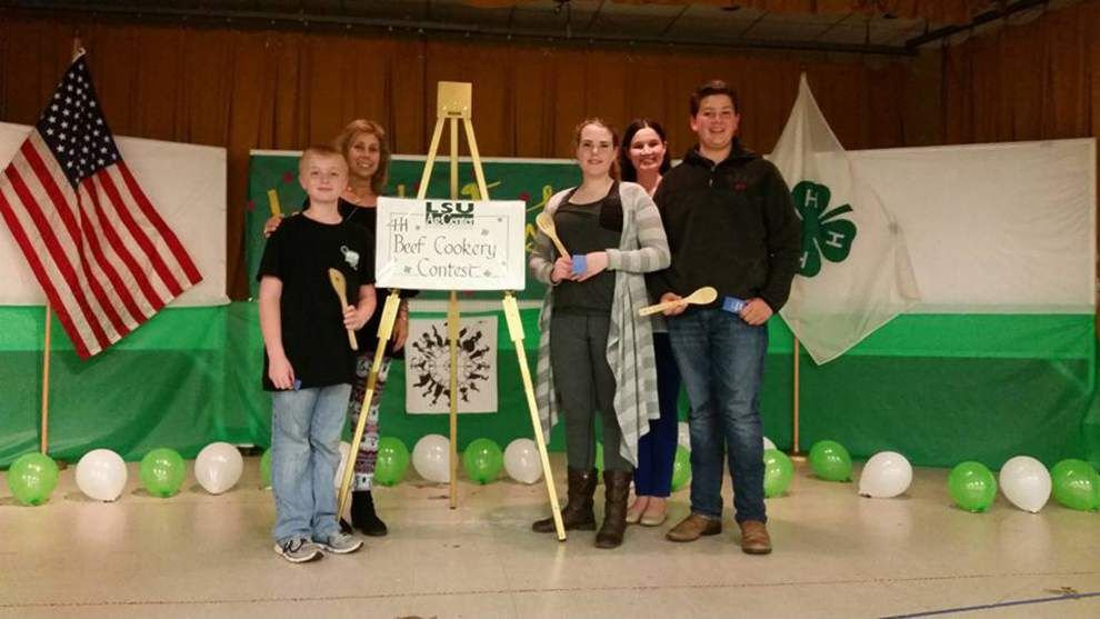 4-H members compete in fashion show, cookery _lowres