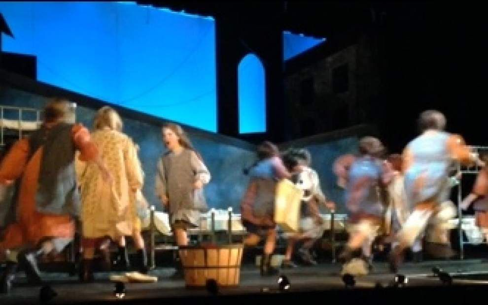 'Annie' fund-raising performance draws large crowd _lowres