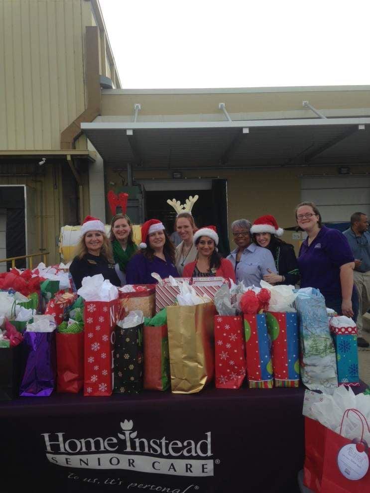 Home Care Santas serve seniors _lowres