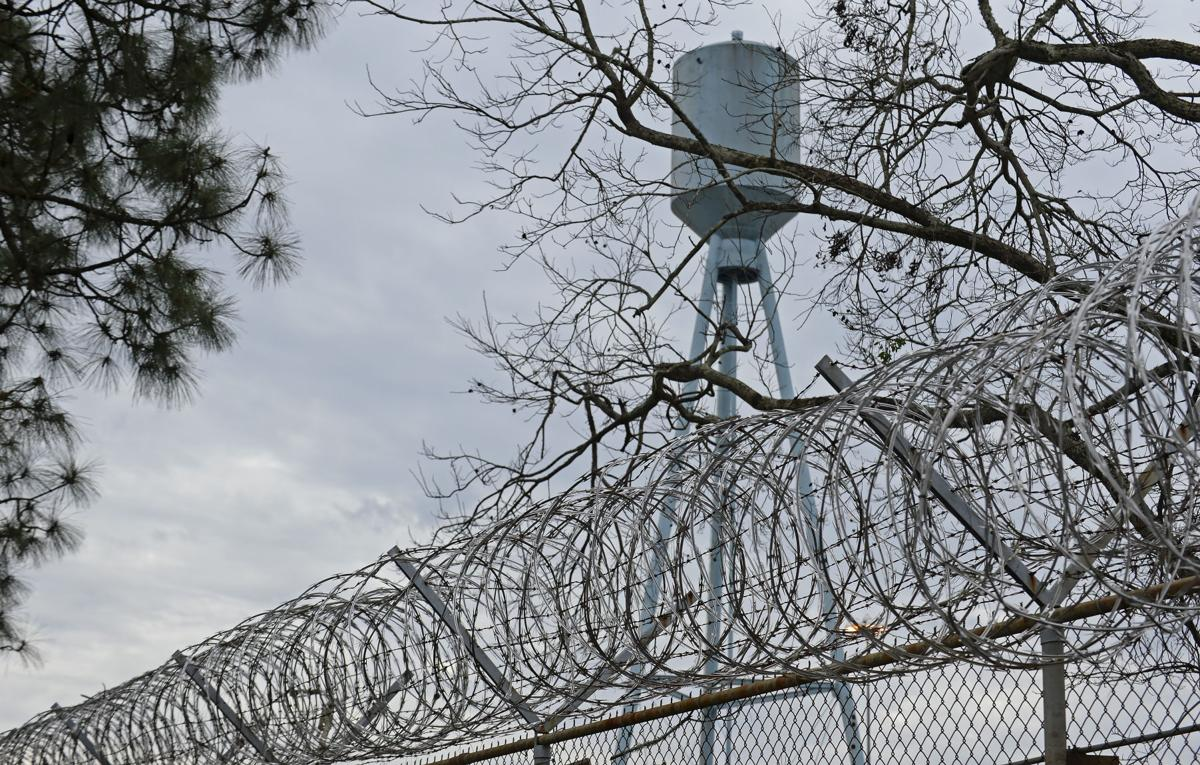 Four Louisiana Correctional Officers Two Inmates Suffer Minor Injuries In Prison Van Crash