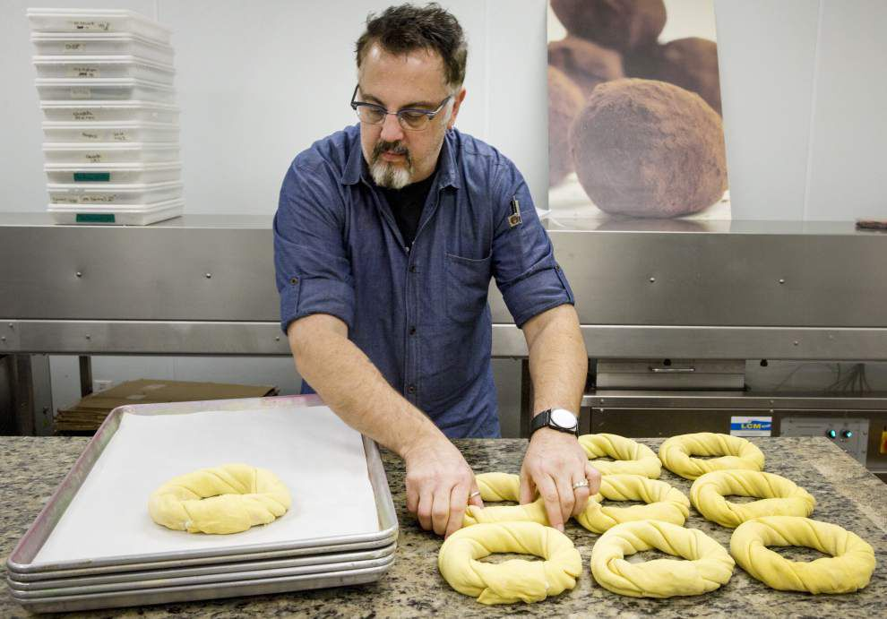 King cake maker, cab company team up on deliveries in Uber era _lowres