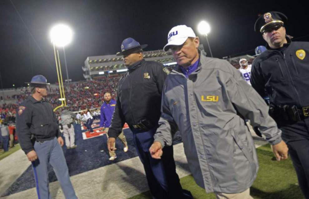 On heels of three-game skid, LSU unranked in both major polls for first time since final week of 2014 _lowres