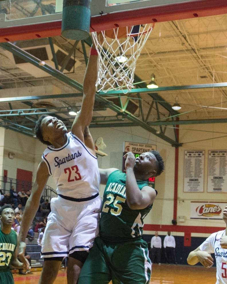 Comeaux recaptures early season magic in win over District 3-5A leader Acadiana _lowres