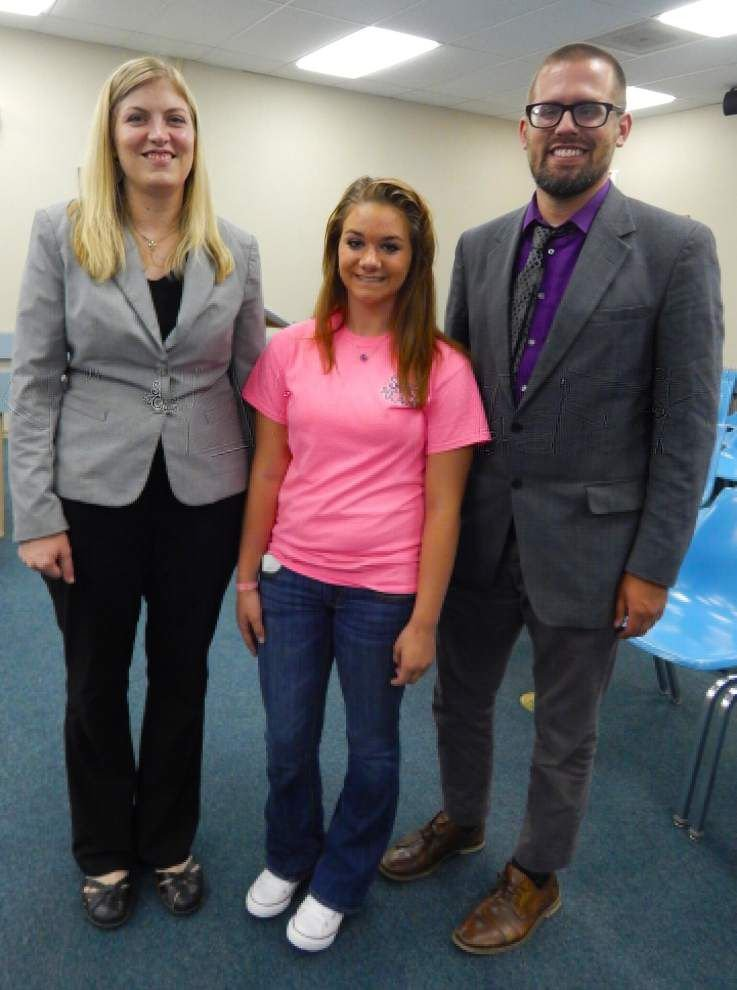 Teen's efforts benefit elementary students _lowres