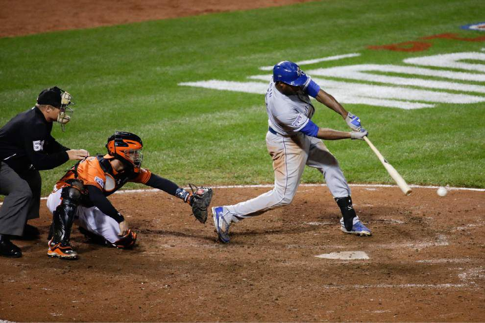 Royals surge in the 9th to extend ALCS lead to 2-0 _lowres