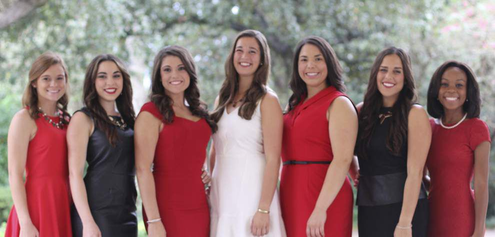 Queen, maids lead ULL court for homecoming _lowres