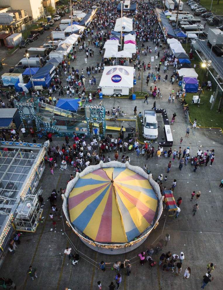 Louisiana Crawfish Festival draws big crowds despite rain _lowres