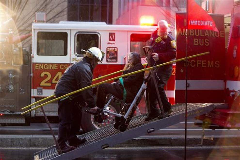 1 dead after smoke empties DC Metro station _lowres