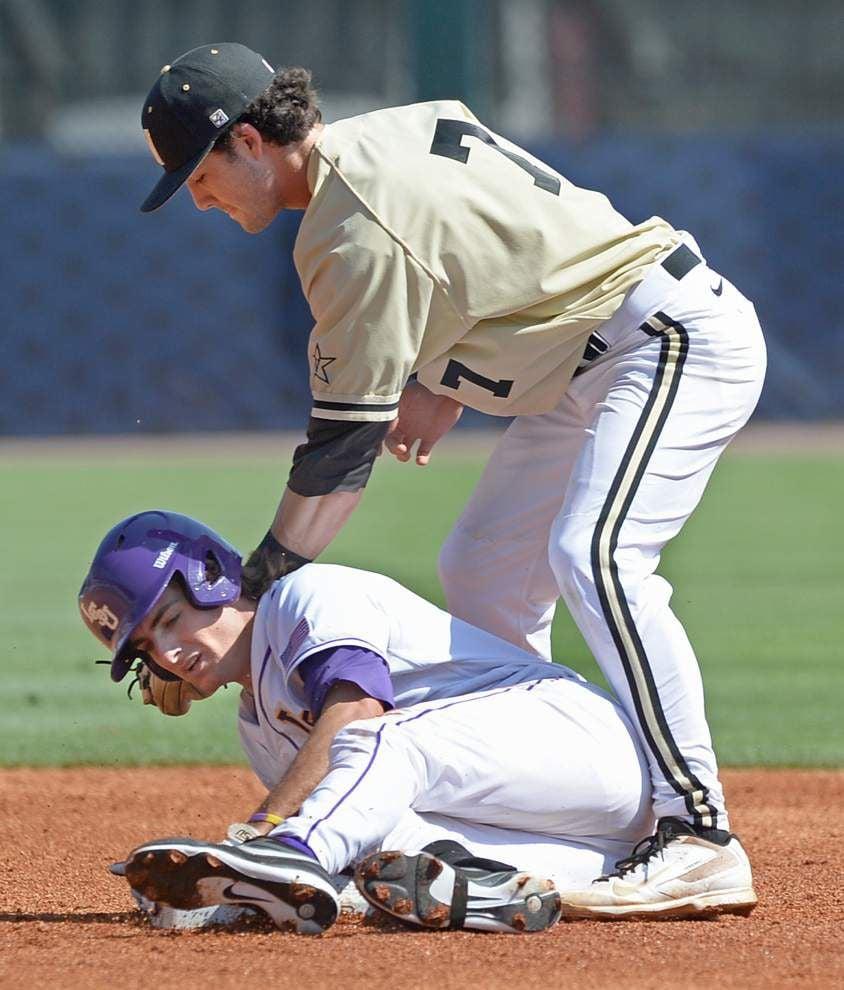 LSU whips Vanderbilt 11-1 to open SEC tournament _lowres