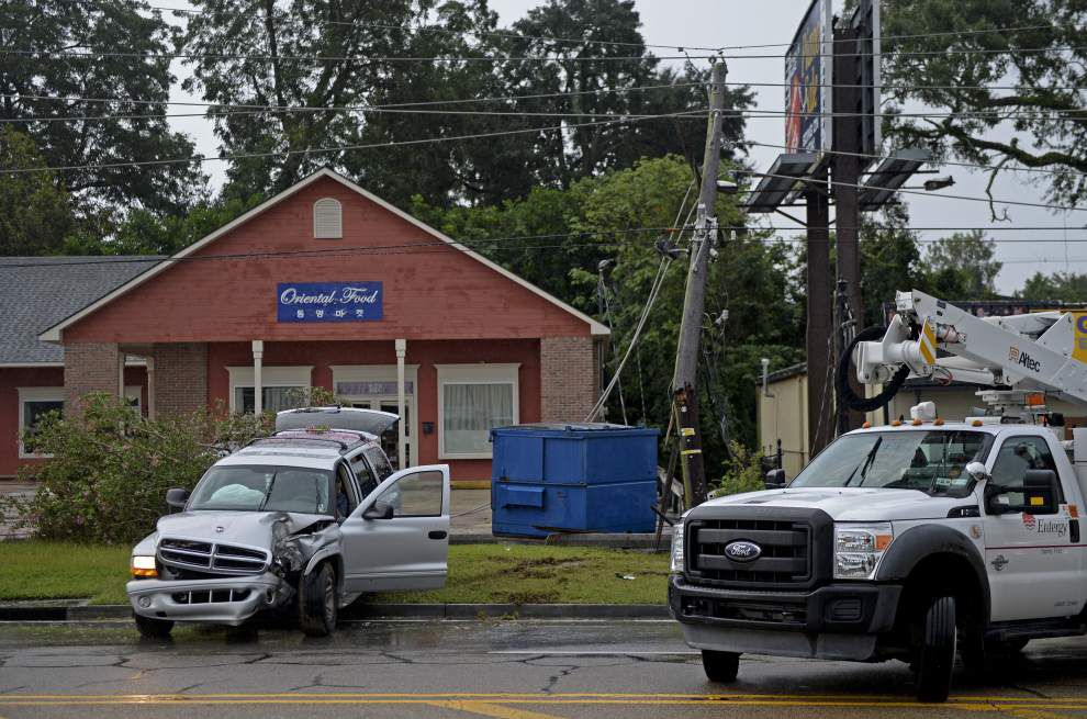 Power outage caused in Baton Rouge after vehicle hits utility pole _lowres